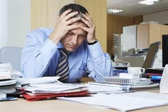 同事今天全請假僅老闆上班 他崩潰氣喊:沒責任感嗎