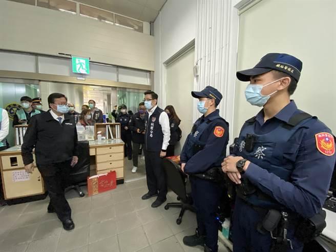 桃園市長鄭文燦表示,走春發福袋行程取消,會以防疫和慰勞行程為主。(蔡依珍攝)