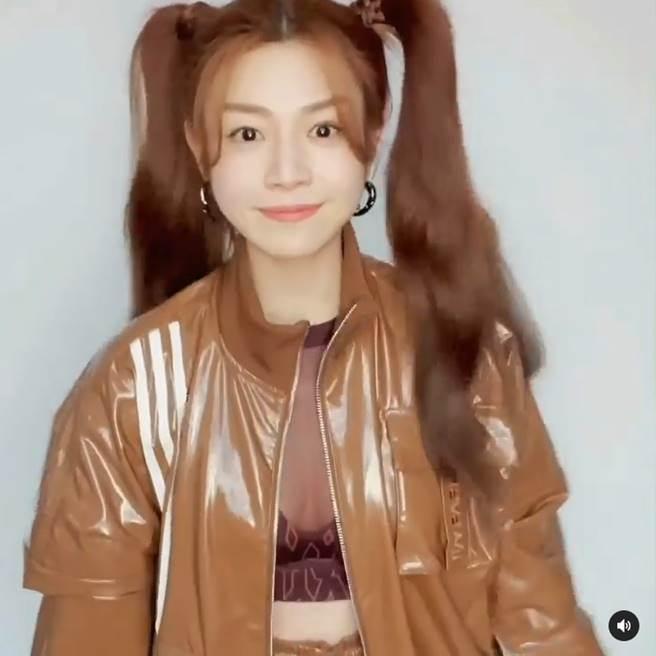 陳妍希大解放,身穿深V薄紗入鏡,畫面超養眼。(圖/取材自陳妍希Instagram)