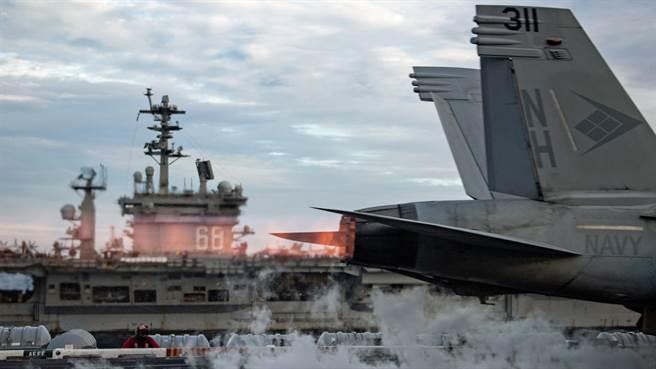 「羅斯福」號(USS Theodore Roosevelt,CVN-71),還有「尼米茲」號(USS Nimitz,CVN-68)雙航母打擊群進入南海。(美國海軍)