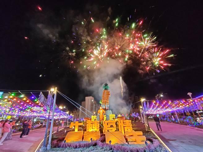 「2021員林燈會暨元宵節活動」9日晚間6點半試燈,特別選在「防疫燈區」,象徵與所有醫護並肩作戰,一起「牛」轉疫情。(吳建輝攝)
