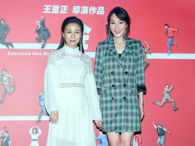 方文琳(左)、林千鈺出席《金不厭詐》首映會,做最後的催票衝刺。(粘耿豪攝)