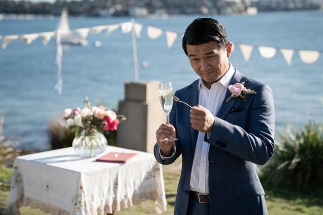 錢信伊在片中飾演男主角泰迪的摯友。(双喜電影提供)