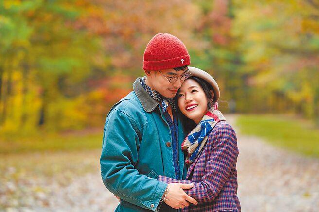 陳妍希(右)和張書豪在《跟你老婆去旅行》中飾演一對夫妻。(好好看文創/滿滿額娛樂提供)
