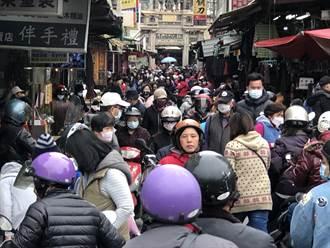 金門傳統市場沸騰 楊鎮浯拜年走透透