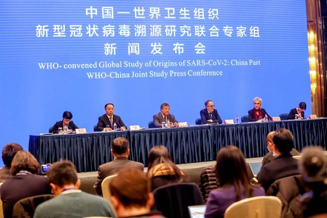 中國-世衛組織(WHO)新冠溯源研究聯合專家組2月9日在武漢舉行記者會,通報共同在中國溯源的工作情況,而這是新冠病毒全球溯源的一部分。(中新社)