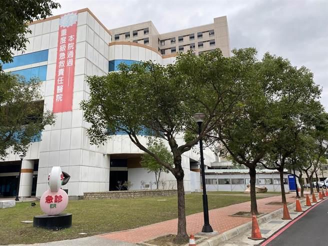 桃園醫院院長徐永年10日發訊息給院內醫護,籲同仁加入高端新冠疫苗試驗。(蔡依珍攝)