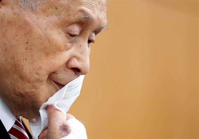 日本東京奧運暨帕運組織委員會主席森喜朗日前因涉及歧視女性的言論,在海內外掀波至今仍未平息,今天傳出有意引咎辭職,所留遺缺可能由日本足球協會前主席川淵三郎接任。(路透)
