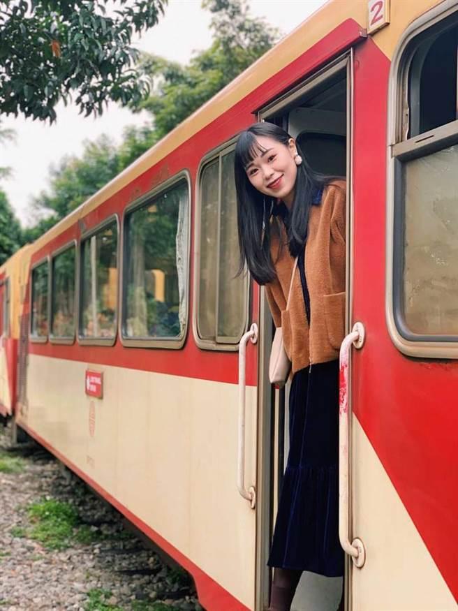 雄獅旅遊和林務局合作規劃蒸汽火車櫻花季獨包旅遊模式,可搭檜木列車欣賞櫻花美。(圖/雄獅旅遊)