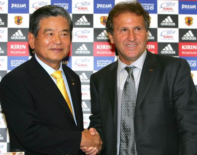 前日本足協會長川淵三郎(左)將接替森喜朗,擔任東京奧運組織委員會主席。(美聯社資料照)