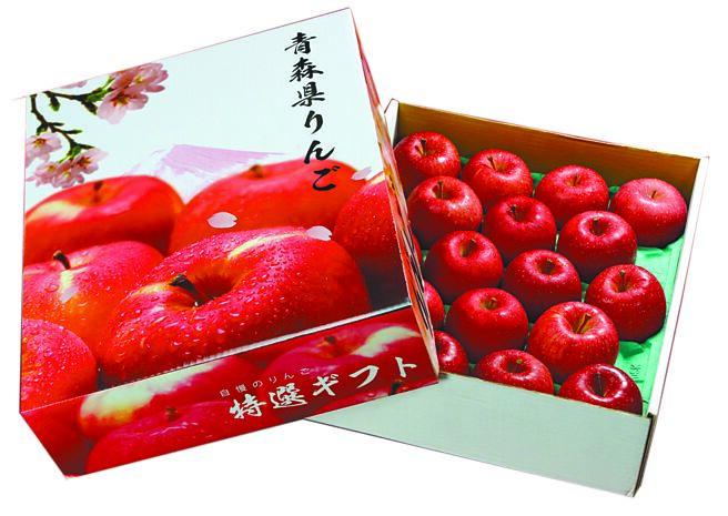 愛買「日本蜜富士蘋果禮盒」,每盒18顆,原價1280元、特價1080元。(愛買提供)