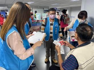台中國際機場稽查防疫 中市府宣導佩戴口罩