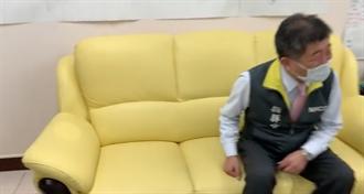 陳時中辦公室開箱 沙發睡出一個頭形