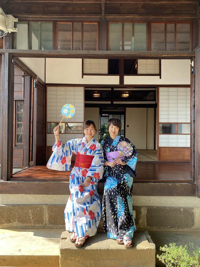 民眾徜徉在日式建築風格的淡水街長多田榮吉故居中,享受濃濃異國風情。( 淡水古蹟博物館提供/許哲瑗新北傳真)