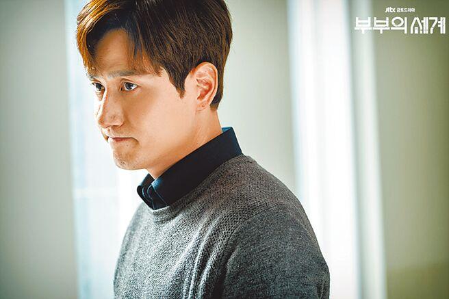 朴海俊在《夫婦的世界》的渣男舉動,讓觀眾恨的牙癢癢。(摘自JTBC官網)