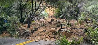 陽金公路台2甲線11K土石崩落  竹子湖段雙向封閉