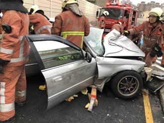 竹市東大高架橋疑車速過快自撞護欄 駕駛卡車內慘死