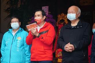 馬英九到義民廟參拜 廟方代發醫用防疫口罩