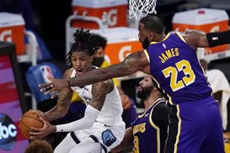 NBA》演技不行! 詹姆斯庫茲馬假摔遭聯盟警告
