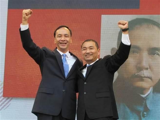 侯友宜(右)與朱立倫(左)。(圖/本報資料照,葉德正攝)
