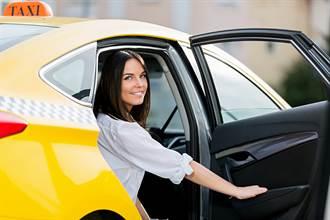 與妙齡女共乘計程車 他驚覺司機做2件事恐致危險:希望是多慮
