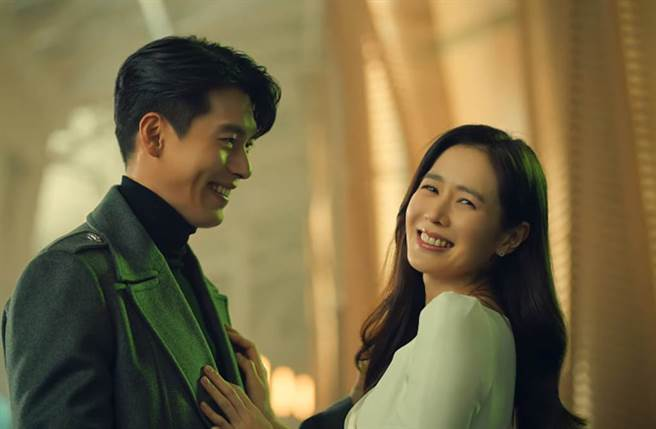 玄彬和孫藝珍替菲律賓電信公司拍攝廣告。(圖/翻攝自YouTube)