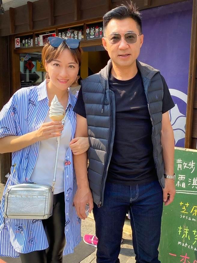 去年白色情人節,江啟臣在臉書PO出與老婆劉姿伶合照,甜喊「祝我的美少女 情人節快樂」。(圖/摘自江啟臣臉書)