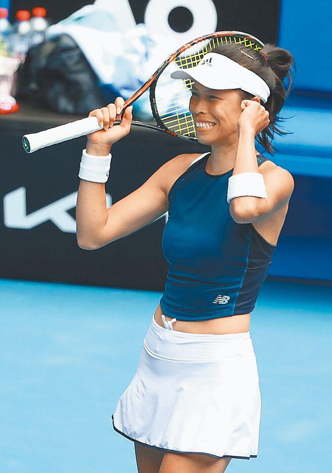 台灣網球一姊謝淑薇,以直落二擊退捷克好手。(路透)