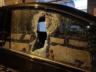 吃飽太閒!東港鎮10餘台車遭砸 百萬名車也波及