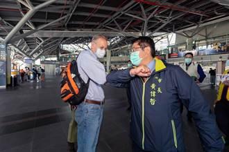 與黃偉哲高鐵站巧遇 酈英傑大讚台南好好玩