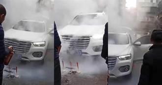 大年初一幫新車焚香祈福 結果「直接把車子燒了」