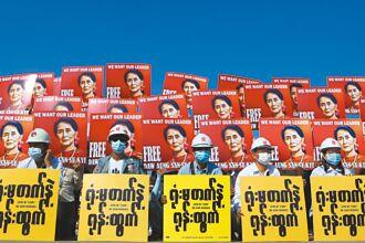 緬甸遭斷網 裝甲車穿梭街頭