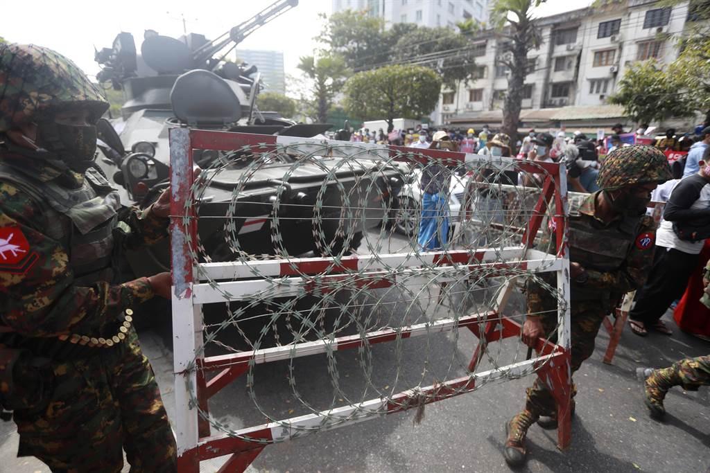 缅甸调军队进驻大城 联合国忧是杀戮抗议者前兆。图/美联社(photo:ChinaTimes)