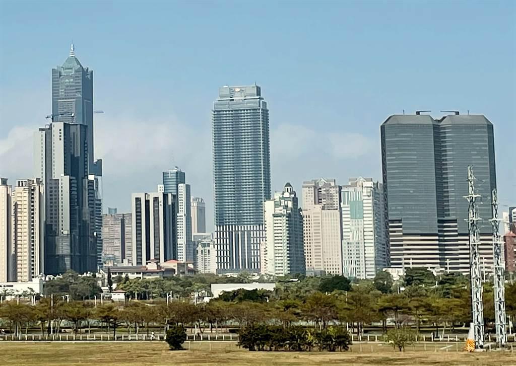 高雄摩天大樓越蓋越多,未來高雄城市天際線也將越變越高。(台灣房屋提供)