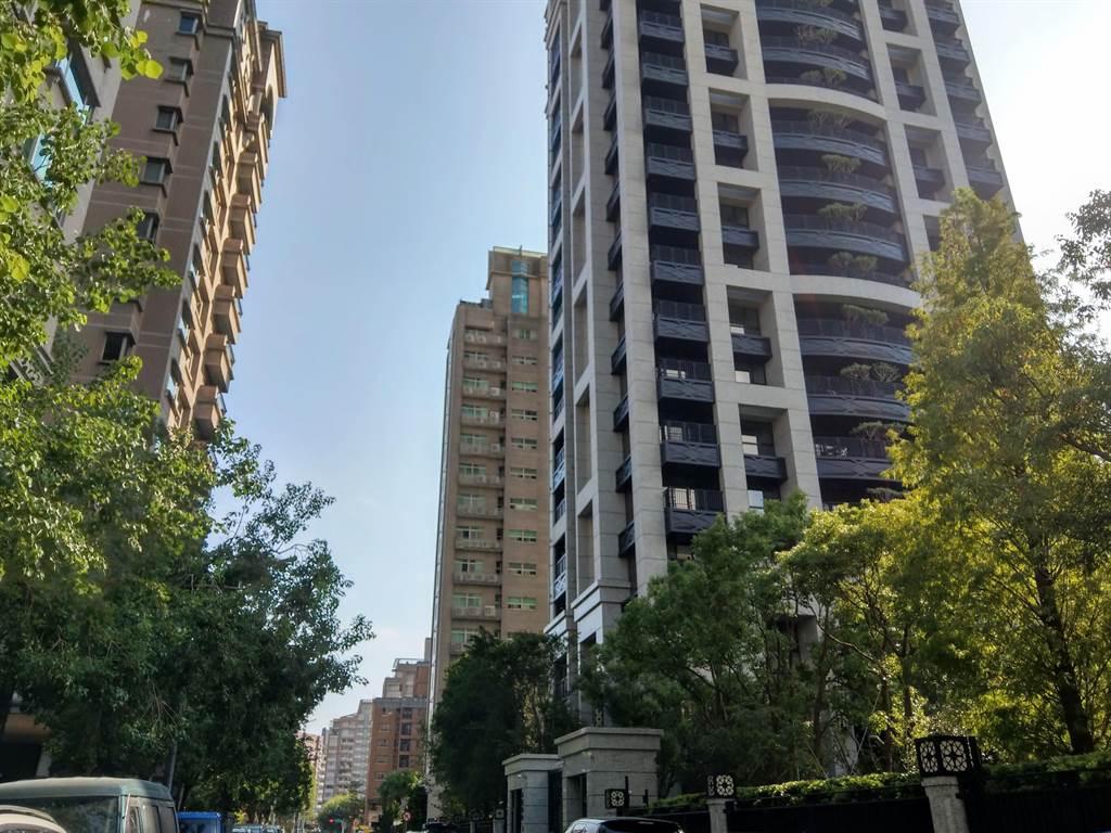 北安路630巷因有豪宅「水綠清翫」撐腰,均價成為北市第3貴巷弄。(葉思含攝)