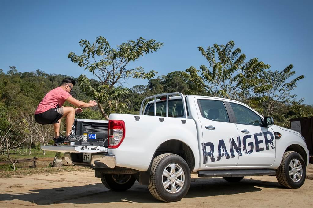 Ford Ranger後斗離地高度為840mm,也是相當好的跳箱訓練平台。