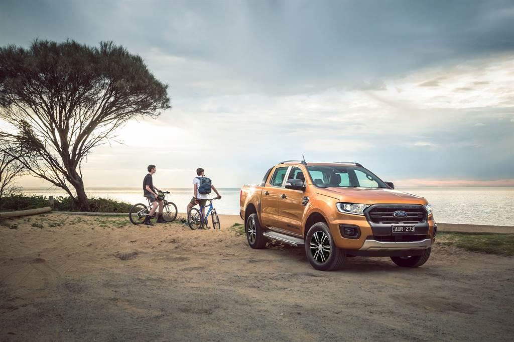 Ford Ranger充沛優異的越野條件輕易克服險惡地形,載物機能可帶上多種裝備,滿足更多元秘境探索與戶外休閒活動。