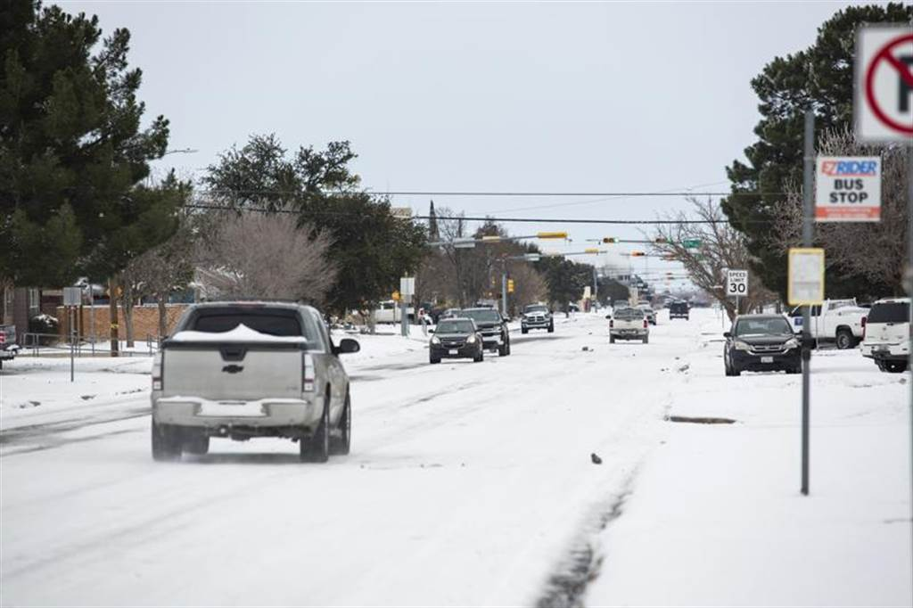 德州15日起遭暴雪袭击,交通大乱。美联社(photo:ChinaTimes)