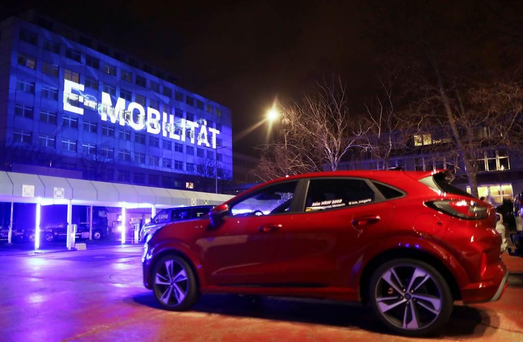美国汽车大厂福特汽车(Ford Motor)今天表示,期盼2030年之前福特在欧洲贩售的客车都能全面电动化。图/路透(photo:ChinaTimes)