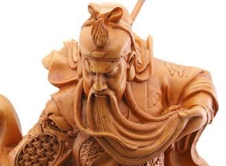 关公雕像为何总闭着眼睛 老木匠:睁眼的代价太大了
