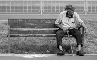 癡情男為和愛人重逢 街角苦等50年結局心碎