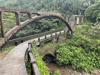 太没公德心!游客踩断瑞芳80年水圳桥 网怒喊心痛