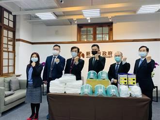 竹市府攜手基層診所組「社區防疫陣線」 致贈防護衣、N95挺醫護