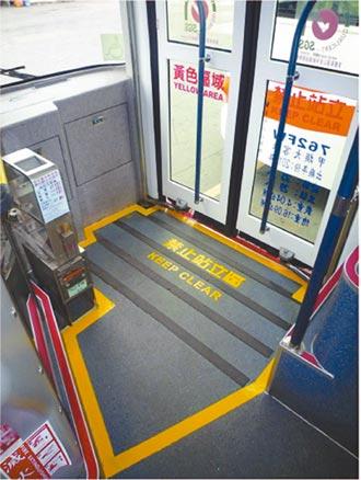 乘客在禁止站立區被夾傷 公車司機免賠