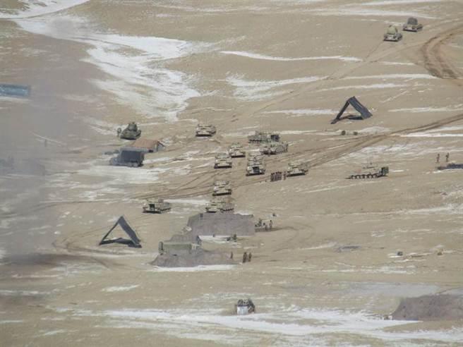 解放軍在班公湖畔設置的一些簡易臨時工事,也在撤離時全數拆除。(圖/推特@Shiv Aroor)