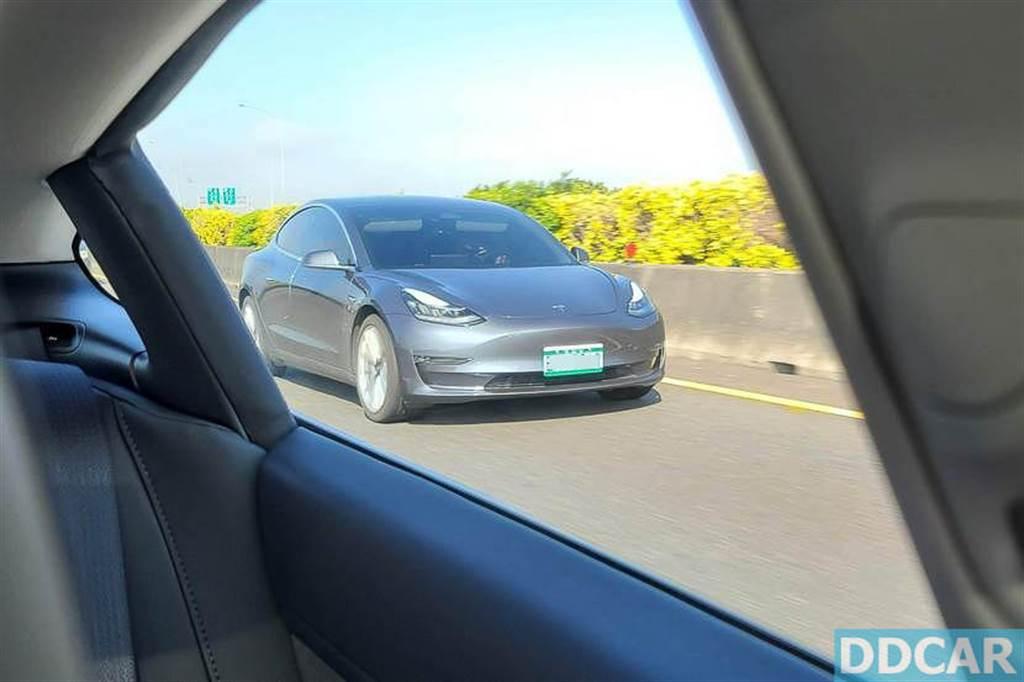 【路測】2021 vs. 2020 Model 3 四百公里行駛電耗比較:新版竟然省電這麼多!?