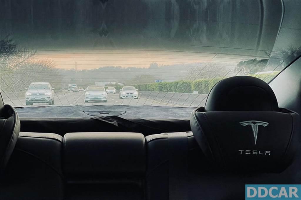 在絕大多數的狀況下,二台車就是一前一後用 AP 自動輔助駕駛開,讓車子自己控制。