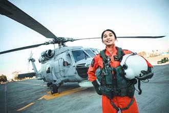 海軍首位反潛直升機女飛官正式亮相 換裝完訓加入戰備