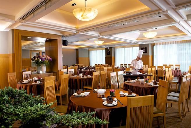 米色與棕色交錯的空間,結合東方與現代的美學韻味。(圖片提供/高雄國賓飯店)