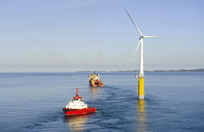 基於施工成本與難度等考量,當離岸風場水深超過50公尺時,浮式風機被視為最可行的離岸風機型式。圖/路透